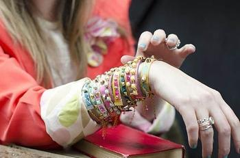 Кожаные браслеты — от простых до необычных: 9 идей с мастер-классами