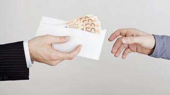Энергия денег: когда лучше отдавать деньги, взятые в долг?