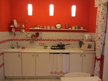 Кухня: с вышиванкой и фамильной мебелью
