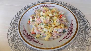 Салат из ветчины с картофелем и сыром