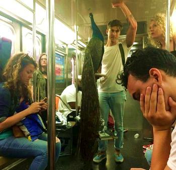 25 раз, когда люди делали в метро очень странные вещи