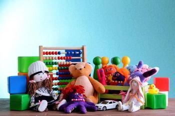 6 типов игрушек, которые не стоит давать ребенку с собой в детский сад