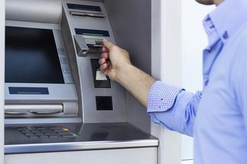 Что делать, если банкомат съел вашу карту