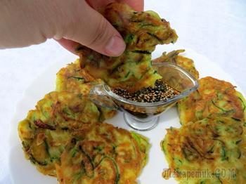 Кабачковые оладьи в корейском стиле