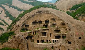 10 удивительных фактов о городах в пещерах, где могли бы жить гномы