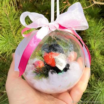 Мастерим новогоднюю игрушку на елку «Вязаный снегирь в шаре»