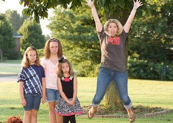 Родители по всему миру празднуют возвращение своих детей в школу и это смешно