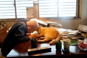 Японка вернула своего дедушку к жизни, подарив ему котенка