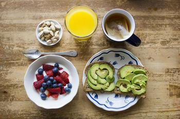 Сладкий яд: 10 дельных советов, которые помогут избавиться от тяги к сладкому