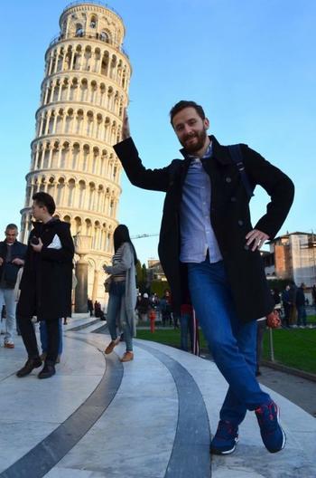 Прикольные фотографии, сделанные на фоне Пизанской башни