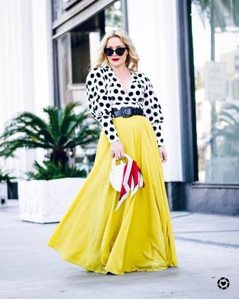 Как носить блузку с длинной юбкой