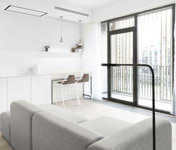 Очень необычный дизайн квартиры с окном в душе