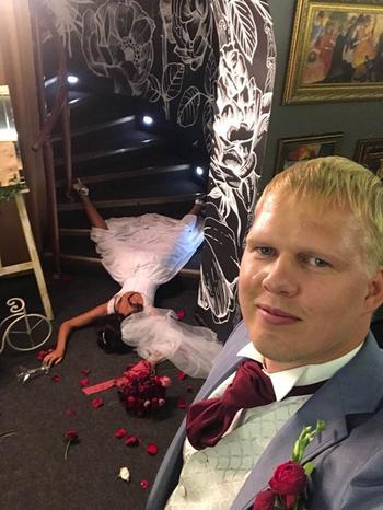 20 курьезных фото, которые не совсем похожи на те, которые принято делать на свадебных фотосессиях