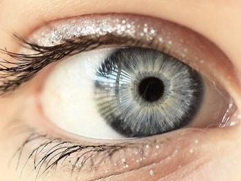Энергетика и характер обладателей серых глаз