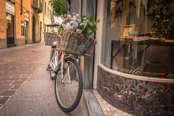 Фотограф делает снимки велосипедов по всему миру