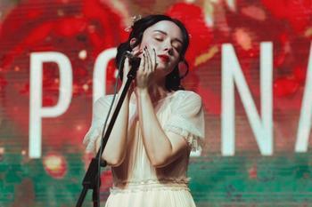 Что известно о загадочной 19-летней российской певице Polnalyubvi, которую называют будущей звездой