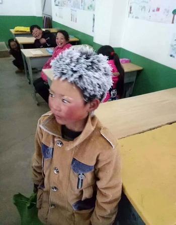 «Снежный человек» из Китая: Мальчик прошел пять километров по морозу, чтобы сдать экзамен