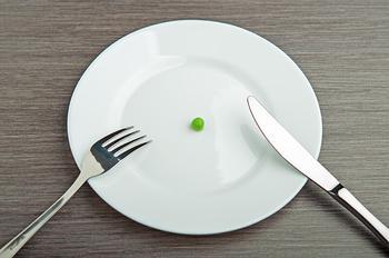 Сокращение рациона поможет не только похудеть, но и продлить жизнь