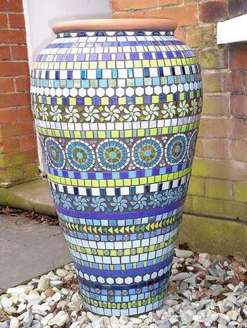 Фантастически красивая мозаика в саду