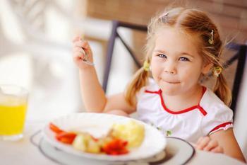 Как подружить ребенка с едой: 5 способов