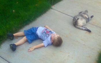 14 фотографий, наглядно доказывающих, что дети и животные просто созданы друг для друга