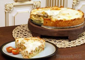 Мясной пирог на подушке из картофельного теста.