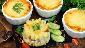 Куриное филе бедра с картофелем в соусе по-домашнему. Порционное блюдо в духовке