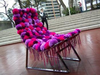 Сидушка-чехол на стул из обычных помпонов