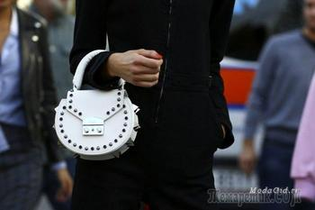 Модный тренд – белая сумка