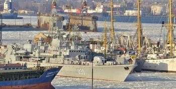 Весь украинский военно-морской флот замерз в Одесском заливе