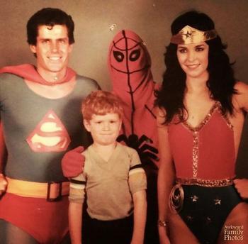 20 неловких семейных фотографий, которые стоит пересматривать только для того, чтобы посмеяться