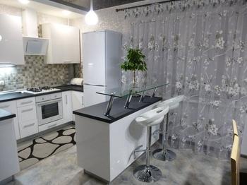 Кухня: светлая, просторная