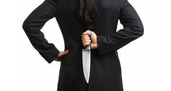 Что делать, если вас предали друзья, как справиться с болью от обиды?