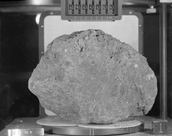 Лунный камень с Земли?