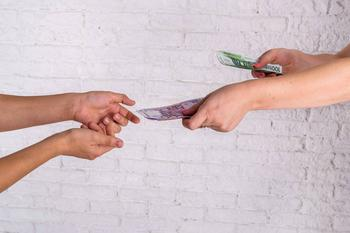 Деньги в долг: как правильно одолжить и не поссориться