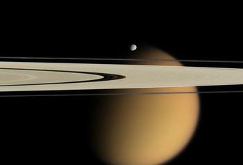 Самые странные спутники солнечной системы