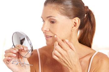 5+ способов справиться с носогубными складками дома и у косметолога