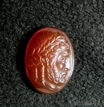"""Камея ""Голова Зевса"", сердолик, 20х15 мм."