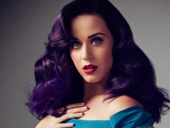Фиолетовый цвет волос — яркие фотографии фантастически стильных причесок