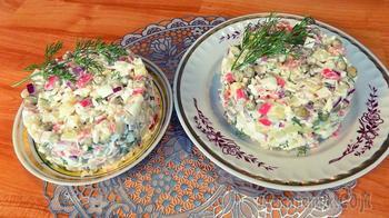 Салат с крабовыми палочками яйцом и зеленым горошком