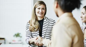 8 способов понравиться собеседнику при первой встрече