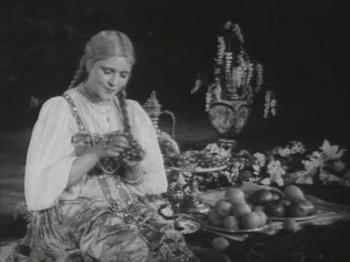 Принцессы, королевы и просто красавицы из советских фильмов-сказок