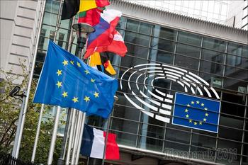 «Подать сигнал России»: ЕС ввел санкции за кибератаку на бундестаг