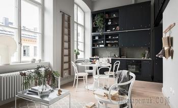 Шведская квартира 41м² с огромными окнами и антресолью