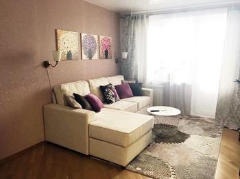Молодая семья за 5,5 тысячи рублей сделала уютную гостиную, в которой хочется жить