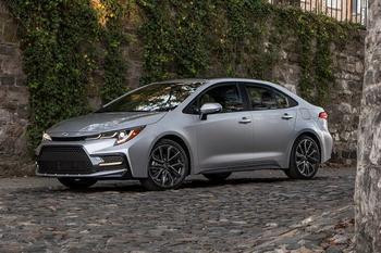 Новая Тойота Королла 2020 — скромное обновление популярного седана