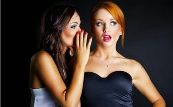 7 признаков того, что она не подруга, а так