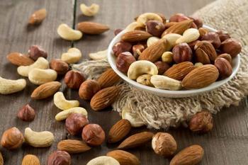 Орехи помогут держать вес под контролем