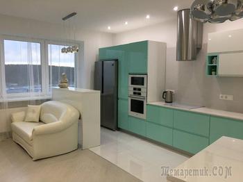 Кухня: мятный цвет и гордость хозяев — выдвижная колонка