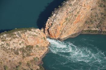 Горизонтальный водопад, который плевать хотел на законы физики
